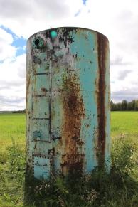 06-20-048-02 W5 Rusty barrel in foam green